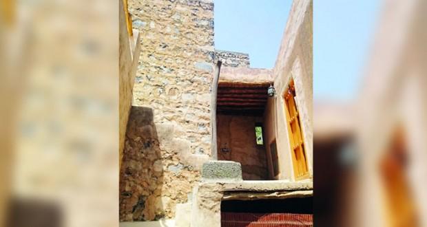 حلقة عمل للتعريف بأهمية النزل التراثية والخضراء بالرستاق