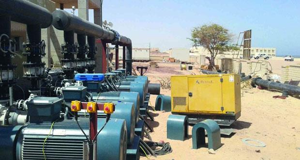 محطة تحلية المياه المؤقتة بأصيلة جاهزة للعمل وفرق الصيانة بالهيئة العامة للكهرباء والمياه تبدأ ربطها بالخزانات الرئيسية