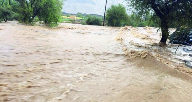 أمطار متفاوتة الغزارة على عدد من قرى بهلاء