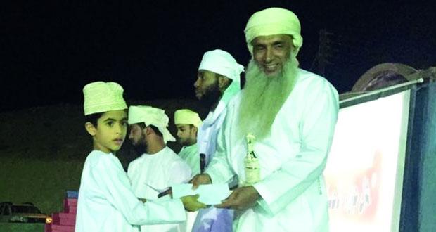 تكريم المشاركين في حفظ القرآن الكريم بقرية المزارع بقريات