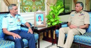 قائد سلاح الجو يستقبل مساعد رئيس الأركان الجوية الهندي