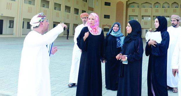 وزيرة التربية و التعليم تزور عددا من المباني المدرسية الجديدة بتعليمية مسقط
