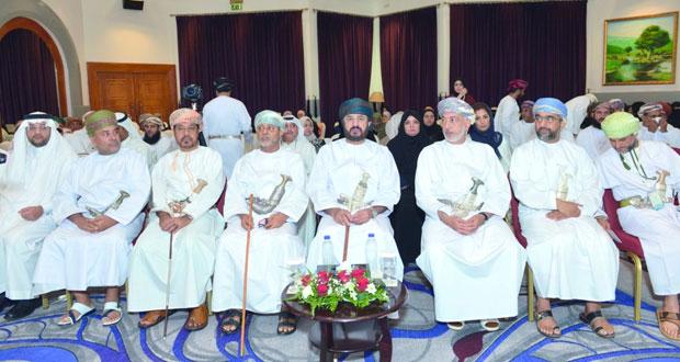 """وزير الخدمة المدنية يفتتح ندوة التماسك الأسري بعنوان """"الإرشاد الزواجي"""" بصلالة"""