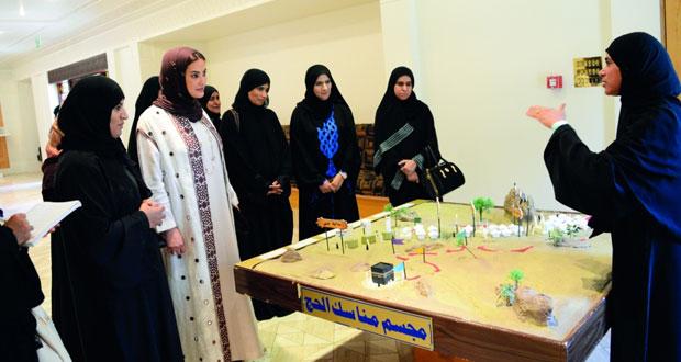 """معرض """"نسك الثالث"""" يدشن فعالياته التعريفية والإرشادية للحجاج ويستقبل زواره بجامع السلطان قابوس الأكبر"""