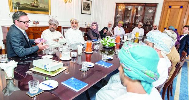 منح ثمانية عمانيين موهوبين منحة دراسية كاملة للحصول على درجة الماجستير فـي المملكة المتحدة