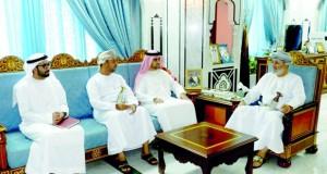 وزير الدولة و محافظ ظفار يستقبل الوفد القضائي الإماراتي