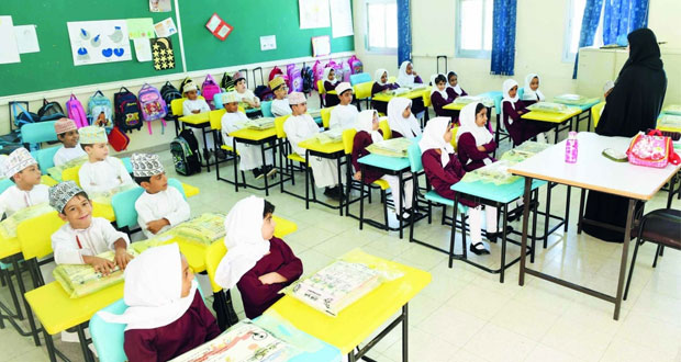 طلبة السلطنة يبدأون عامهم الدراسي الجديد ويرسمون ملامح مستقبلهم بالجد والمثابرة والهمة والنشاط