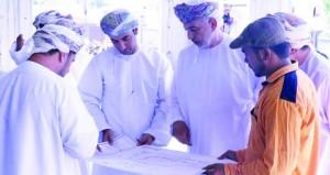 وزير التنمية الاجتماعية يطلع على سير العمل بمشروع مبنى جمعية المرأة بسمائل