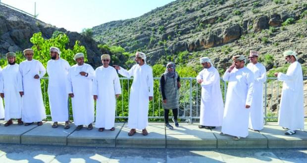 وزير البيئة يزور مواقع محمية الجبل الأخضر للمناظر الطبيعية