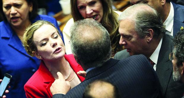 البرازيل: توصيات بتوجيه تهم فساد إلى الرئيس السابق