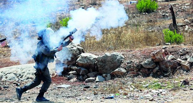 الاحتلال يصعد إرهابه ويشن حملة اعتقالات ويقتحم الفارعة