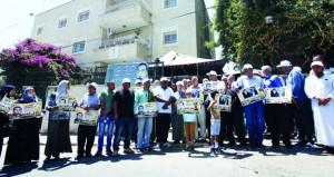 100 أسير يخوضون إضرابات فردية وإسنادية بسجون الاحتلال
