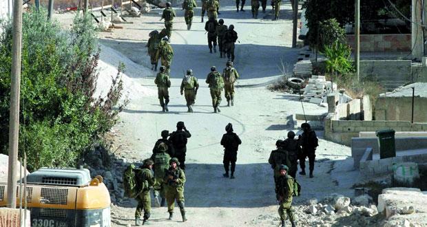 قوات الاحتلال تصيب 35 فلسطينيا بينهم رضيعة فـي مخيم بالخليل