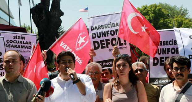 """تركيا تقر بـ""""أخطاء محتملة """" في التطهير .. وتعتقل كوماندوز شاركوا بمحاولة الانقلاب"""