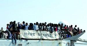 أزمة اللاجئين: إنقاذ 10 آلاف مهاجر من (المتوسط) وميركل تقر بارتكاب أوروبا أخطاء