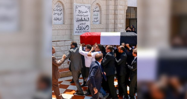 مصر: جنازة عسكرية لزويل يتقدمها السيسي