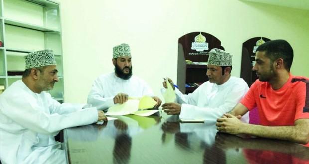 عبد العزيز الريامي وطلال الراشدي يقودان فريق نزوى الكروي الأول