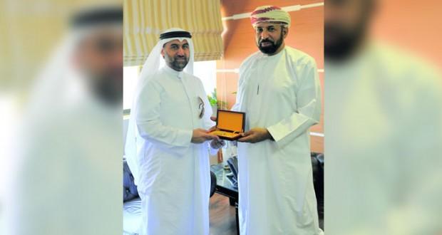 الهنائي يلتقي المنشد الكويتي عادل الكندري على هامش التصفيات النهائية لمسابقة الانشاد