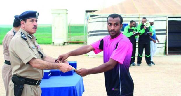 قيادة شرطة محافظة ظفار تنظم سباق الجري لمسافة 6 كيلومترات