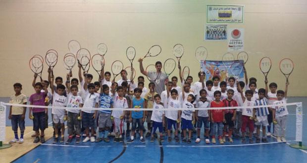 مركز التنس الأرضي بنادي نزوى يواصل برنامجه التدريبي استعدادا لبطولة الاتحاد في أكتوبر القادم