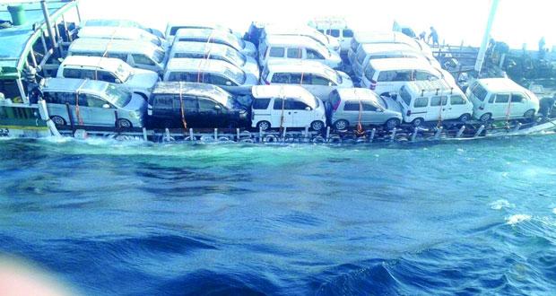 إنقاذ طاقم سفينة تجارية هندية بالمياه الإقليمية للسلطنة