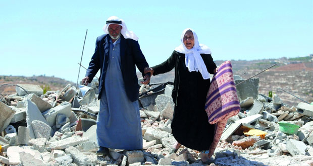 الاحتلال يغتال فتى فلسطينيا ويصيب العشرات في اقتحام (الفوار)