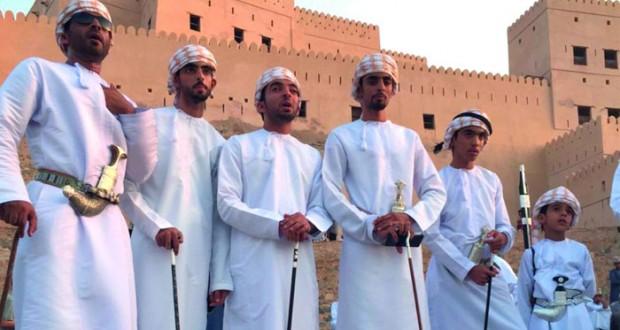 """""""عزوة نخل"""" تسطر أروع الصور في مواصلة حمل تراث الآباء والأجداد"""