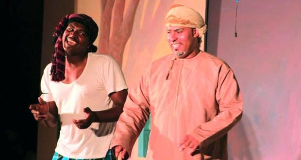 """عرض """"اللمد"""" لمسرح شباب عمان يشهد حضورا لافتا على مسرح تطبيقية الرستاق"""