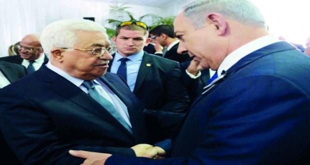 عباس يصافح نتنياهو في جنازة بيريز ويبحث مع أولاند الإعداد للمؤتمر الدولي للسلام