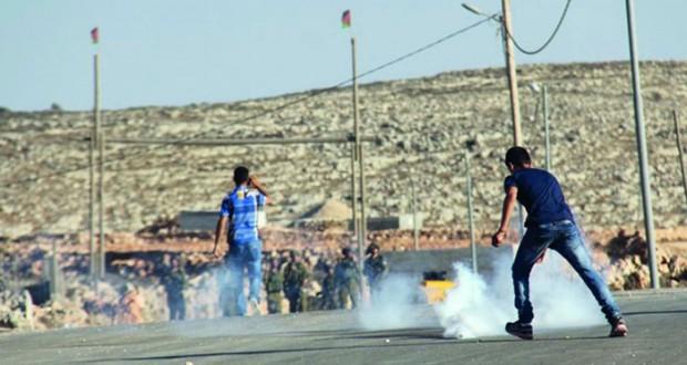 الاحتلال ينصب حواجزه بجنين ويعتقل فلسطينيين في مداهمات بالضفة