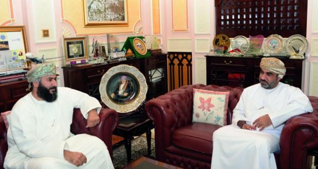 """وزير النقل والاتصالات لـ """"الوطن الاقتصادي"""": الحكومة تعمل على وضع مجموعة من الدراسات لمشروع إطلاق قمر اصطناعي عماني للاتصالات"""