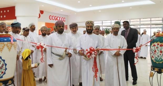 محافظ الداخلية يفتتح معرض الصناعات الحرفية «خزاف عمان» بولاية نـزوى