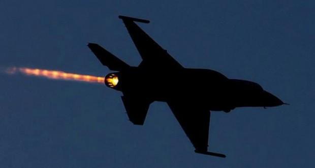 طائرات الاحتلال تغير على غزة وقواته تشن حملة اعتقال بالضفة