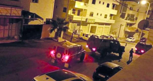 آليات إسرائيلية تتوغل بغزة والاحتلال يواصل حملات الاعتقال ودهم المنازل فـي الضفة