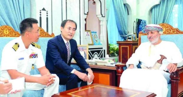 وزير الدولة ومحافظ ظفار يستقبل قائد السفينة الكورية و أعضاء فريق أبناء الخليج للأعمال الإنسانية
