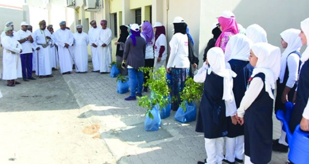 تدشين الحملة التطوعية لتشجير مدارس ولاية مطرح