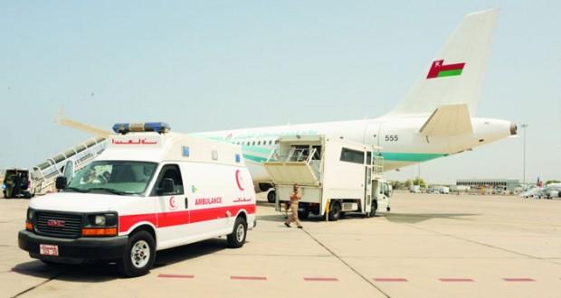 سلاح الجو السلطاني العماني يقوم بنقل أحد المرضى العمانيين من أبو ظبي إلى المستشفى السلطاني