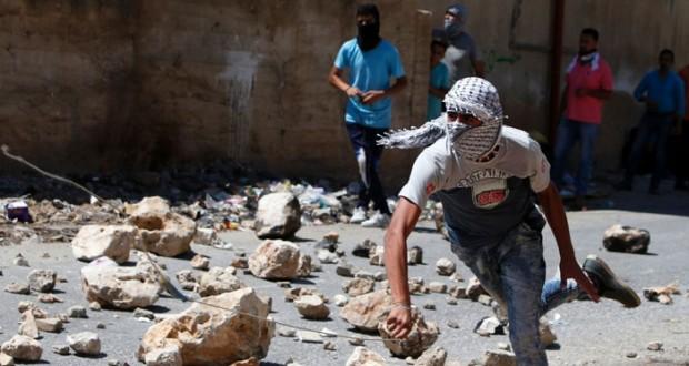 الاحتلال يستهدف أطفال (عايدة) بالقنابل والفلسطينيون يطالبون بآلية تضمن تنفيذ القرارات العربية