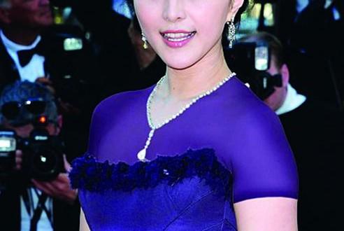 الممثلة الصينية فان بينغ بينغ تحضر عرض فيلمها الجديد في مهرجان تورونتو السينمائي