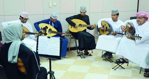 """""""العمانية لهواة العود"""" تختتم البرنامج التدريبي لأعضائها العازفين"""