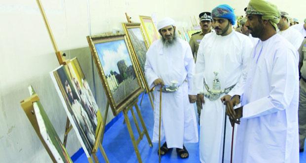 افتتاح معرض الفنون التشكيلية والحرف والصناعات التقليدية بمجمع نزوى الرياضي