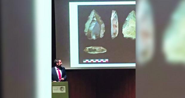 """المتحف الوطني يقيم محاضرة """"الآثار الحجرية لأوائل المستوطنين في عمان"""" ويستعرض أهم الاكتشافات الأثرية الحديثة في السلطنة"""