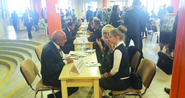 ملتقى الأعمال العماني – البيلاروسي يطرح فرصا استثمارية واعدة في قطاعات السياحة والصناعة واللوجستيات والمواد الغذائية والنفط والغاز