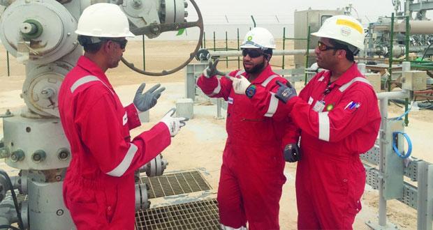 40 فنيا عمانيا يبدأون العمل في حقل خزان