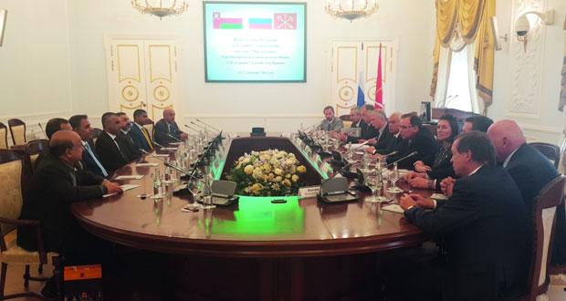 بحث تعزيز التعاون الاقتصادي بين السلطنة وروسيا الاتحادية