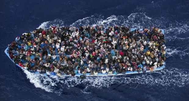 مصرع العشرات بغرق قارب هجرة غير شرعية قبالة السواحل المصرية