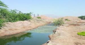 صهاريج نقل مياه المجاري بجعلان بني بوعلي تفرغ حمولتها خارج أسوار المحطة وسط غياب المتابعة من الجهات المختصة