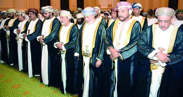 وزير الدولة ومحافظ ظفار يؤدى صلاة عيد الأضحى بجامع السلطان قابوس بصلالة