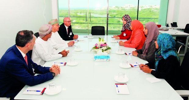 وزيرة التعليم العالي تزور جامعة مسقط