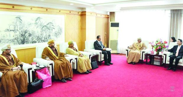 وزير الإعلام يعقد جلسة مباحثات مع نظيره الصيني